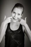 Femme caucasienne attirante dans ses 30 d'isolement sur a Photo stock