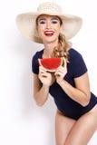 Femme caucasienne d'été de mode avec la peau parfaite Photographie stock libre de droits