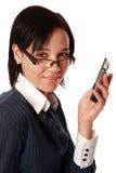Femme caucasienne d'isolement d'affaires avec le téléphone portable Image stock