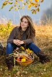 Femme caucasienne de sourire de jeunes extérieure Photos libres de droits