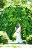 Femme caucasienne enceinte Images stock