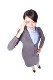 Femme chargée d'affaires avec un mal de tête Images libres de droits
