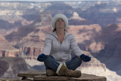 Femme chez Grand Canyon Images stock