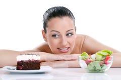 Femme choisissant la nourriture Photographie stock libre de droits