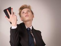 Femme choquée, déçue ou épuisée d'affaires jugeant futée images libres de droits