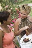 Femme communiquant les uns avec les autres Photos stock