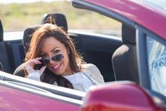 Femme conduisant la voiture Image libre de droits