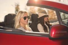 Femme conduisant la voiture Image stock