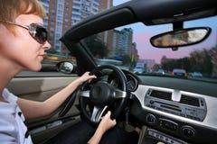 Femme conduisant le véhicule photographie stock libre de droits