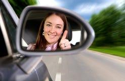 Femme conduisant un véhicule Photographie stock
