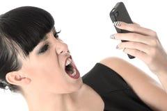 Femme contrariée frustrante fâchée criant dans le téléphone portable Photos libres de droits