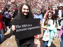 Femme contre le NRA de terroriste images libres de droits