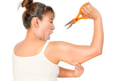 Femme coupant la graisse dans le bras Photo stock