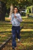 Femme courant Photos libres de droits