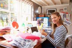 Femme courant la petite entreprise du siège social photo stock