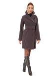 Femme courante dans le manteau Photographie stock libre de droits