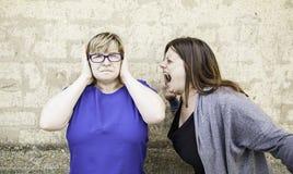 Femme criant à l'ami Photos stock