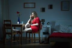 Femme dépendante aux cigarettes photo libre de droits