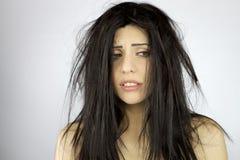 Femme désespéré au sujet du jour très mauvais de cheveu image stock