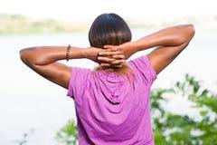 Femme détendre et réchauffer après forme physique photo libre de droits
