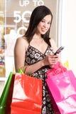 Femme d'achats image stock