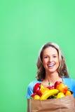 Femme d'achats avec un sac de nourriture Photo libre de droits