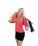 Femme d'achats tenant des paniers et le sourire Photo stock