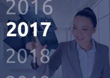Femme d'affaires à l'arrière-plan digitalement produit touchant 2017 Images stock
