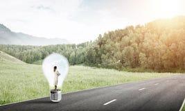 Femme d'affaires à l'intérieur d'ampoule Photo libre de droits