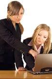 Femme d'affaires à l'ordinateur portatif Photographie stock