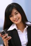 Femme d'affaires à un téléphone Image stock