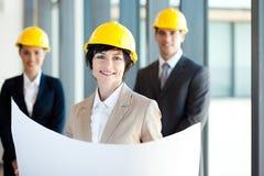 Femme d'affaires âgée moyenne de construction Image stock