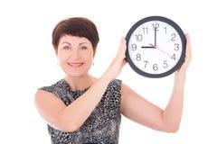 Femme d'affaires âgée par milieu tenant l'horloge Photos libres de droits