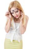 Femme d'affaires étonnée regardant vers le bas Photo stock