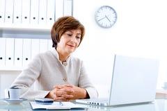 Femme d'affaires aînée photo libre de droits