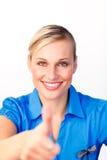 Femme d'affaires affichant des pouces vers le haut photos stock