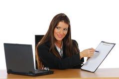 Femme d'affaires affichant l'état de résultats Images libres de droits