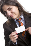 Femme d'affaires affichant la carte blanche de présentation photos stock