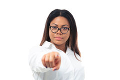 Femme d'affaires africaine se dirigeant à l'appareil-photo Photo stock