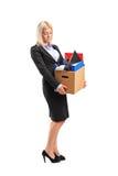 Femme d'affaires allumée dans un procès portant un cadre Image stock