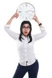 Femme d'affaires asiatique choquée Showing Time sur l'horloge photo libre de droits