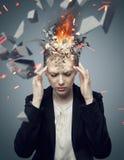 Femme d'affaires attirante avec le mal de tête de explosion Photos stock