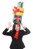 Femme d'affaires avec beaucoup de cadeaux au-dessus de la tête Images stock