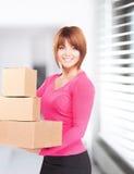 Femme d'affaires avec des colis photo stock