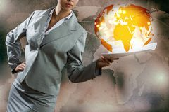 Femme d'affaires avec des documents Photographie stock