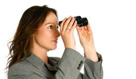 Femme d'affaires avec des jumelles Photographie stock libre de droits