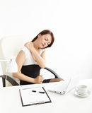 Femme d'affaires avec douleur dorsale Photos stock