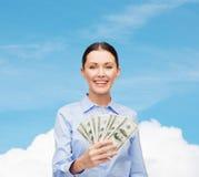 Femme d'affaires avec l'argent d'argent liquide du dollar Image stock