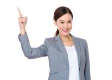 Femme d'affaires avec l'indication par les doigts  Photo stock