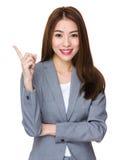 Femme d'affaires avec l'indication par les doigts  Images stock